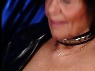 Abuela perforada golpeada
