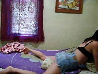Esposa folla almohada mientras que el marido está en el trabajo por twistedworlds