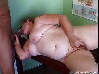 Súper sexy tímido viejo spunker juega con su jugoso coño 4