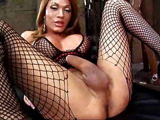 Mega slut shemale con big dick masturbándose solo por troc