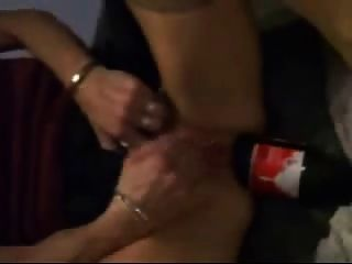 Botella de coca cola es muy bueno para el puño de su culo