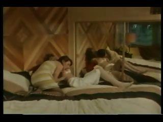 Señoras tetona en el volumen de los años 80 1984
