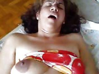 Ella es una mujer zorra en la cama