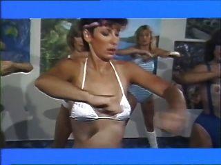 Peliculas lesbianas 1983 de las muchachas del aerobisex (parte # 2)