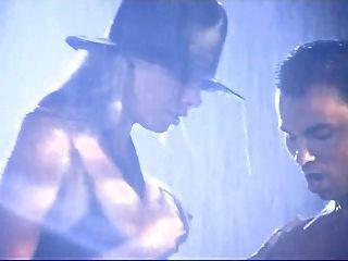 Nicole sheridan lluvia en la azotea