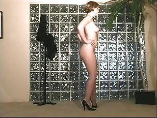 Morena nympho con jugosa coño rosa se extiende las piernas
