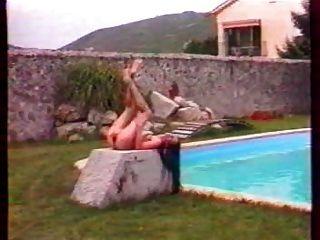 Joséfina en la piscina