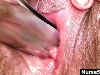 Mamá madura karin muestra coño peludo extremo