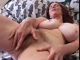 Milf peludo con grandes tetas solo