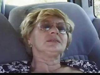 Señora madura follada después de chupar la polla
