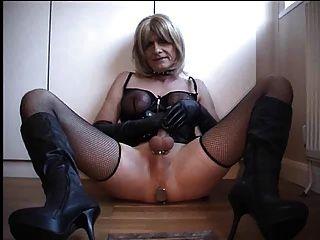 Handjob por tranny esclavo para la amante
