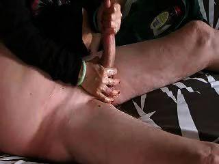 Handjob y pelotas masajeadas