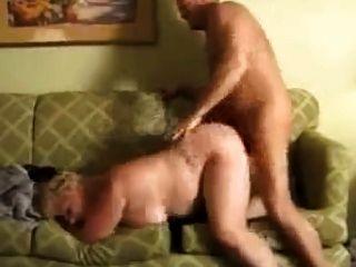 Gorda bbw abuelita madura se follan en el sofá