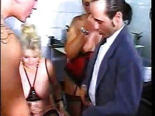 Orgy en el restaurante 3 by fdcrn