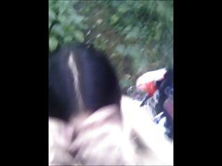 Linda goth en el bosque obtiene acristalada con cum