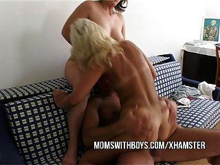 Acción anal con 2 hot stud maduro y joven