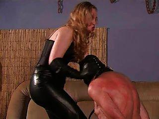 Una amante estricta y su esclava