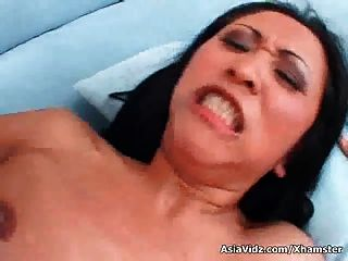 Grande breasted asiático nympho kitty langdon da mamada en pov