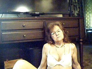 64 y.o.Dulce abuela sexy con el pelo largo