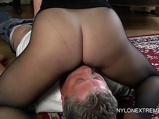 Cubierto de pantyhose y nylon handjob