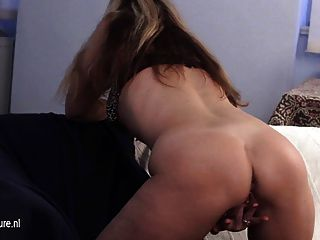 Milf amateur jugando con su coño