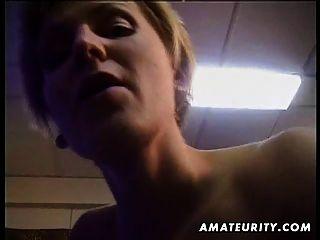 Busty rubia amateur esposa chupa y folla con corrida