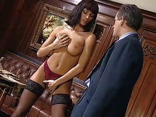 Anita rubia seduce a su jefe