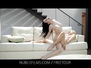 Películas nubiles lesbianas amantes compartir jugo de coño dulce
