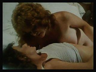 Niñas en todas las direcciones escena 12 escena lesbiana