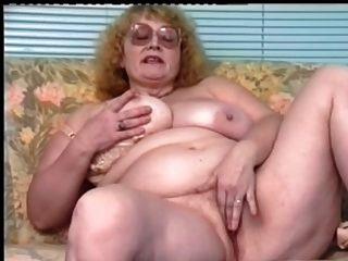 Pelirroja bbw abuelita con gafas dildoing