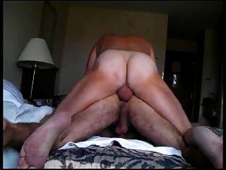 En su culo peludo
