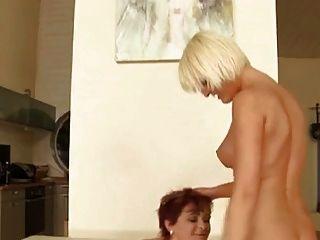 Madura y joven lesbiana