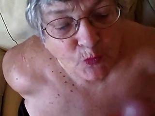 Vieja abuelita ama chupar gallos jóvenes