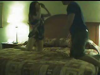Perra desagradable atrapado en la cámara engañando a su marido