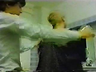 Cabeza sucia (la mala esposa) castigo alemán afeitado