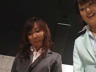 5 chicas japonesas dan footjob