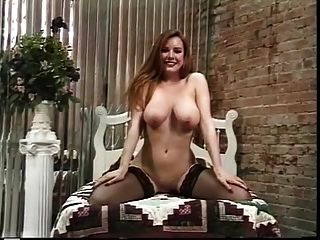 Puta madura tiras para mostrar su culo agradable