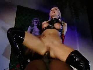 Sylvia saint en latex assfucks