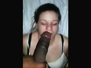 Experto blanco chica deepthroats dick negro con estilo