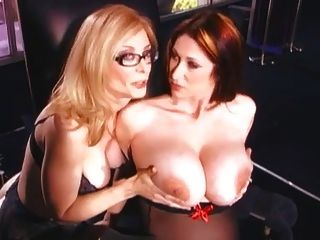 Nina hartley strapon sexo con un bebé