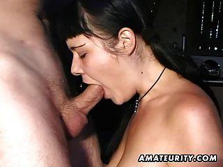 Amateur novia da mamada con corrida facial