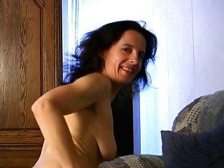 Fetisha madura juega con su coño