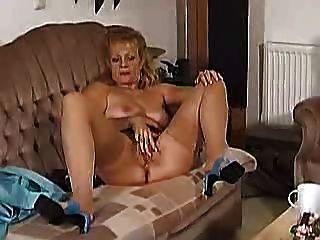 Señora muestra a todos los 63 (encantadora bea dumas en varias escenas)