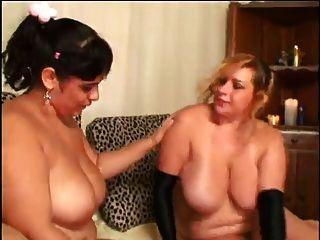 Dos bbw lesbiana en la cama con medias