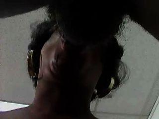 Chica negra con grandes tetas prt