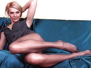 Bebé flaco con piernas largas pantyhose