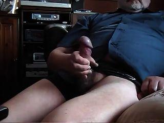 Viejo hombre gordo sacudiendo 2