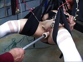 Linda, pelirroja madura obtiene coño jugueteado en un swing de sexo