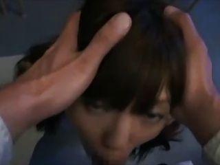 Linda chica japonesa después de la escuela facefuck y enormes faciales