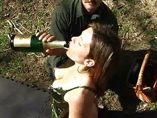 Azotes y champaña enema